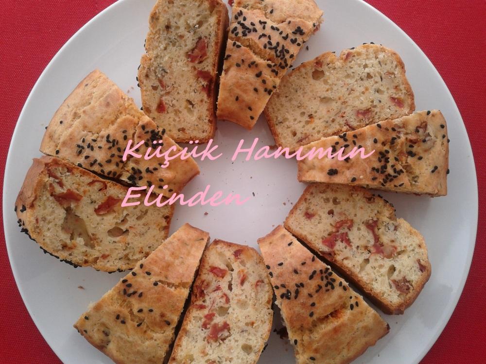 Kurutulmuş Domatesli, Parmesanlı ve Kekikli Kek