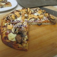 Üç Peynirli, Mantarlı Pizza
